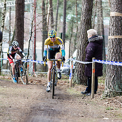 Ellen van Loy lead for the opening laps, but could not hold off Sanne Cant.
