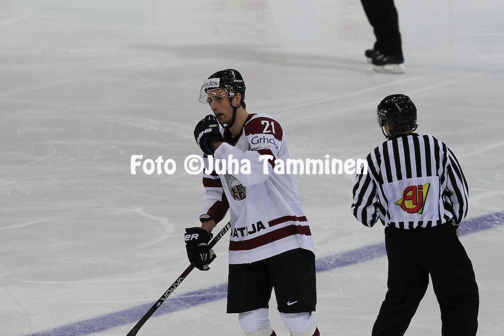Armands Berzins (Latvia) gets 5 minutes penalty.