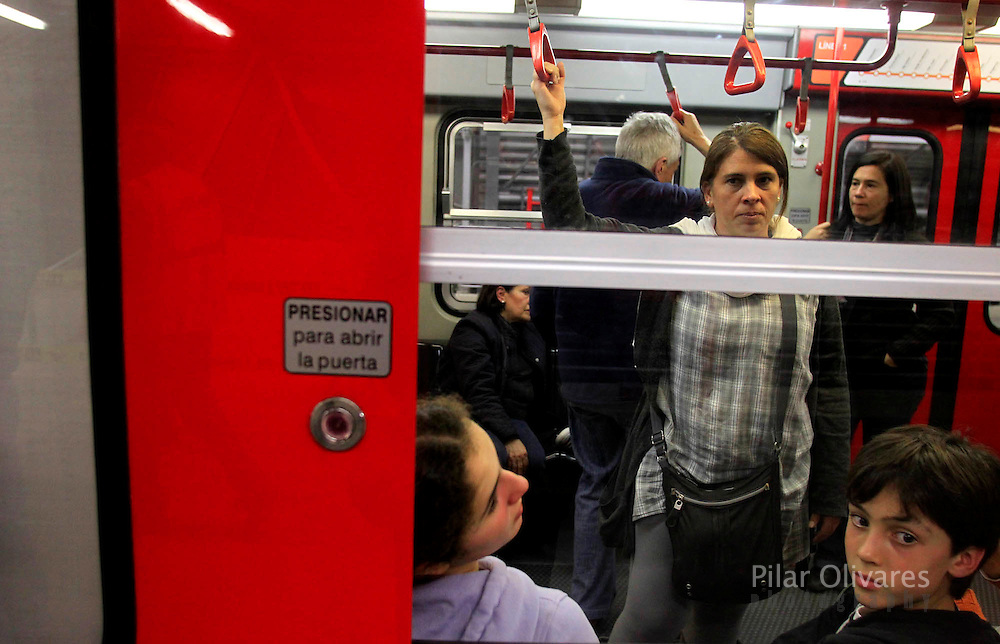 People travel inside the electric train during train testing in Lima. (photo: Pilar Olivares)