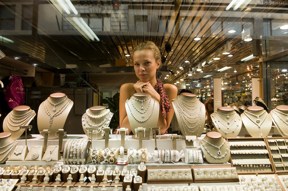 Diamond District New York on 47th street between 5th and 6th avenues in midtown Manhattan . The Diamond District is the world's largest shopping district for all sizes and shapes of diamonds and fine jewelry. Many suppliers and jewelry makers also have their stores and workshops right on 47th street.