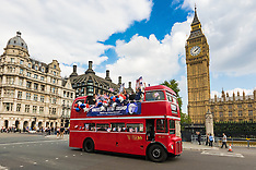 "2016-09-21 ""Stop Trump"" bus tours London in bid for expats votes"