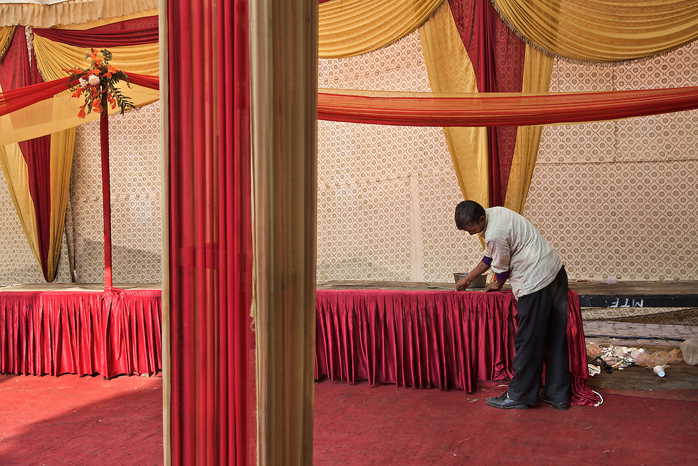 New Delhi. Banquet hall in the temple. Preparing for a traditional wedding.