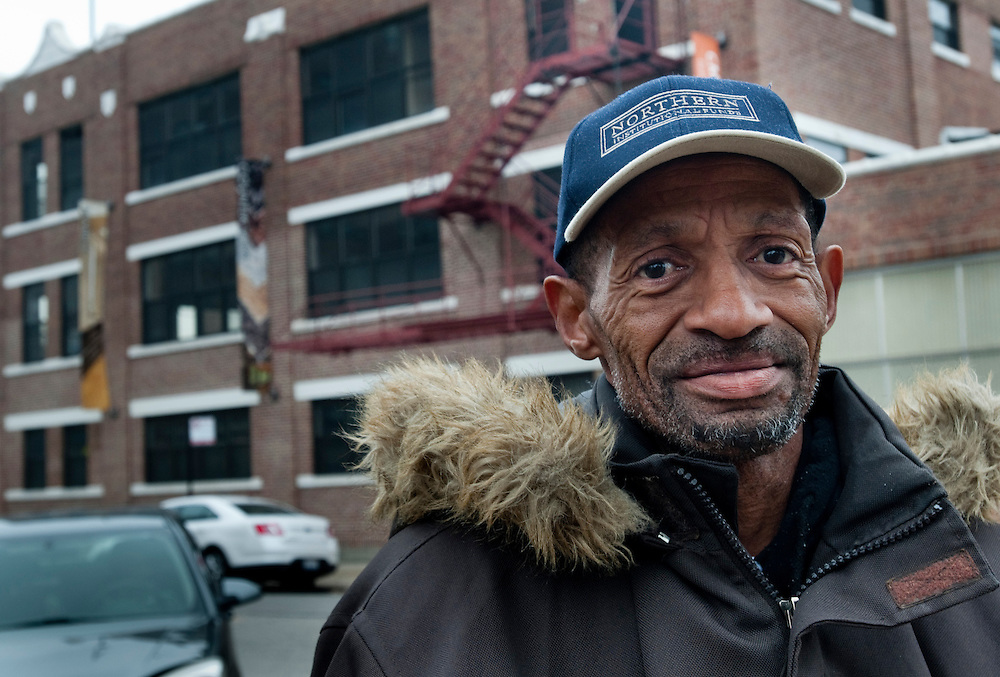 Steven Holding, 58, Chicago:.- Obama, för att han har gjort det bästa möjliga under de första svåra åren. Jag hopas att han kan få igång ekonomin ordentligt under den kommande perioden..