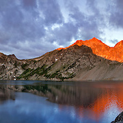 ID00370-00...IDAHO - Sunrise on Mount Regan from Sawtooth Lake in the Sawtooth Wilderness Area.
