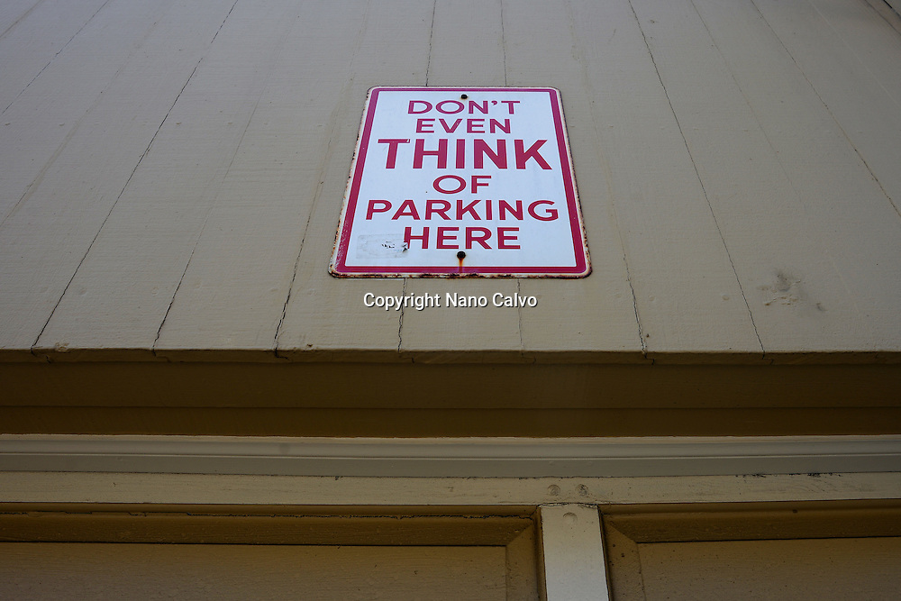 """Sign on garage house entrance reads """"Don´t even think of parking here"""", San Francisco."""
