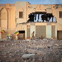 29/01/2013. Gao, Mali. Bâtiment des Douanes maliennes de Gao qui servait de bases aux éléments du Mujao, après les bombardements de l'armée française. ©Sylvain Cherkaoui