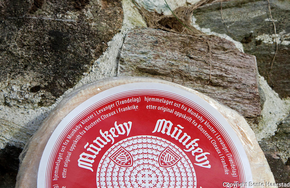 Tthe Munkeby cheese, produced by the monks at monastery in Munkeby, is the product of a meeting between Norwegian milk and the traditional craft of Cistercian monks from the french monastery at Cîteaux in France.