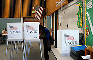 A woman fills in her ballot as she votes in the U.S. midterm elections at a polling place in Westminster, Colorado November 4, 2014.    REUTERS/Rick Wilking (UNITED STATES)