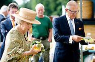 14-6-2014 - APELDOORN - Prinses Beatrix der Nederlanden, Prinses Margriet der Nederlanden en prof.mr. Pieter van Vollenhoven wonen op zaterdagmiddag 14 juni bij Paleis Het Loo in Apeldoorn een Grand Defilé bij ter gelegenheid van de viering van 200 jaar Koninkrijk COPYRIGHT ROBIN UTRECHT