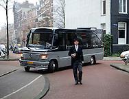 AMSTERDAM - De uitvaart van Joop Braakhekke vindt donderdag plaats. In besloten kring wordt afscheid genomen van de tv-kok, restaurateur en kookboekenschrijver.<br /> De dienst vindt donderdag in besloten kring plaats in de Vondelkerk in Amsterdam. Aansluitend is de begrafenis. Waar de laatste rustplaats van Braakhekke is, houdt de familie nog voor zichzelf. De kok wordt begraven in een rieten mand. COPYRIGHT ROBIN UTRECHT