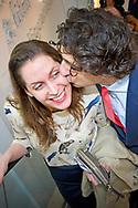 15-3-2017 - DEN HAAG - Jesse Klaver zoent zijn vrouw  groenlink samen met zijn vrouw Jolein Klaver  gaan stemmen bij boekhandel Paagman. Verkiezingen ,  COPYRIGHT ROBIN UTRECHT<br /> <br /> 15-3-2017 - THE HAGUE - Jesse Klaver groenlinks go along with his wife Jolein Clover voting Paagman bookstore. Elections, COPYRIGHT ROBIN UTRECHT