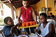 "Institute ""Being a Child"" (Ser Criança) detention center and so-called NGO, in Guaratiba - West Zone of Rio de Janeiro, where crack-addicted minors are sent by the city hall social workers. Kids are picked up in raids in the ""cracolândia"" located at the entry of several favelas of the city. The detention of minors can last from 3 months to over a year. An investigation revealed that this center belongs in fact to a former military policeman and militia member of the region, accused of many burrs and deaths to his credit. The City of Rio de Janeiro has deactived its public reception centers for the benefit of private non-medical personnel for supervision and care, that they pay a lot; in return, votes are expected from the districts under the control of the para-military militia. Beside, making vanish the drug addicts from the streets pleases to the electors from the wealthy districts. Kids are doped of calmants and feed, but no psychiatric help and real treatment is provided. //Institut ""Être Enfant"", centre fermé, ONG spririte à Guaratiba dans la Zone Ouest de Rio de Janeiro, financée par la mairie de Rio qui y envoit une partie des mineurs drogués au crack, ramassés dans les favelas de la ville. La rétention des mineurs peut y durer de 3 mois à plus d'un an. Une enquête a révélé que ce centre appartient en fait à un ancien policier militaire et milicien de la région; accusé de nombreuses bavures et dizianes de décès à son actif. La Mairie de Rio de Janeiro a desactivé ses centres d'accueil publics au profit d'institutions privées sans personnels médicaux pour l'encadrement et le soin."