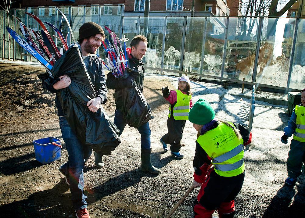 Betha Thorsen Kanvas-barnehage i Oslo..(mannen till höger - mitt i bild - heter Morten)...Photographer: Chris Maluszynski /MOMENT