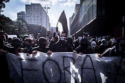 Manifestantes usando as taticas Back Bloc em acoes no feriado de sete de setembro, independencia do brasil // Protesters using the Black Block tactics in a act for the brazilian independence day, Sao Paulo, Brazil 2013.