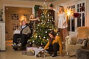 Dagfinn Enerly med Kona mona og tvillingene Mia og Amanda
