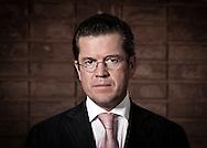 Portrait des Verteidigungsminister Karl Theodor zu Guttenberg (CSU) <br /> [ CREDIT: Henning Schacht / www.berlinpressphoto.de  (c) Henning Schacht - Leuthener Str.  1 - 10829 Berlin - phone +49-30-78705770 - info@berlinpressphoto.de  - Veroeffentlichung nur gegen Honorar gemaess MFM plus 7% Mwst, Urhebervermerk und Beleg - No Model Release ]