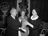 1959 - 19/03 Lady of the Year award to Siobhan McKenna by the Variety Club of Ireland