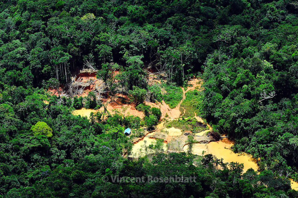 Gold Diggers action in the Yanomami Territory. Since this overflight, the Funai agency together with Yanomami did destroy this camp and remove the gold diggers. But they always come back.