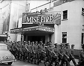 1960-30/11 Soldiers View 'Mise Eire'