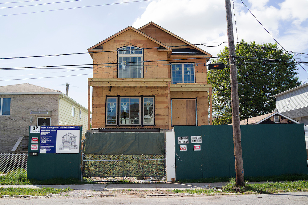 A home under construction at 32 Garibaldi Ave between Roma and Cedar Grove Aves in the New Dorp Beach neighborhood of Staten Island, NY on Monday, Oct. 5, 2015, weeks ahead of the three year anniversary of Hurricane Sandy.<br /> <br /> Andrew Hinderaker for The Wall Street Journal<br /> NYSTANDALONE