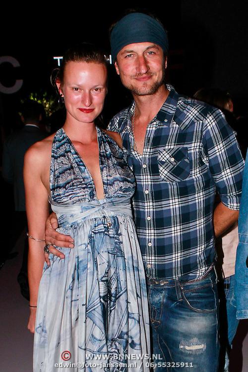 NLD/Amsterdam/20110713 - AIFW 2011 Summer, show Tony Cohen, Kim vos en partner Sebastiaan Labrie