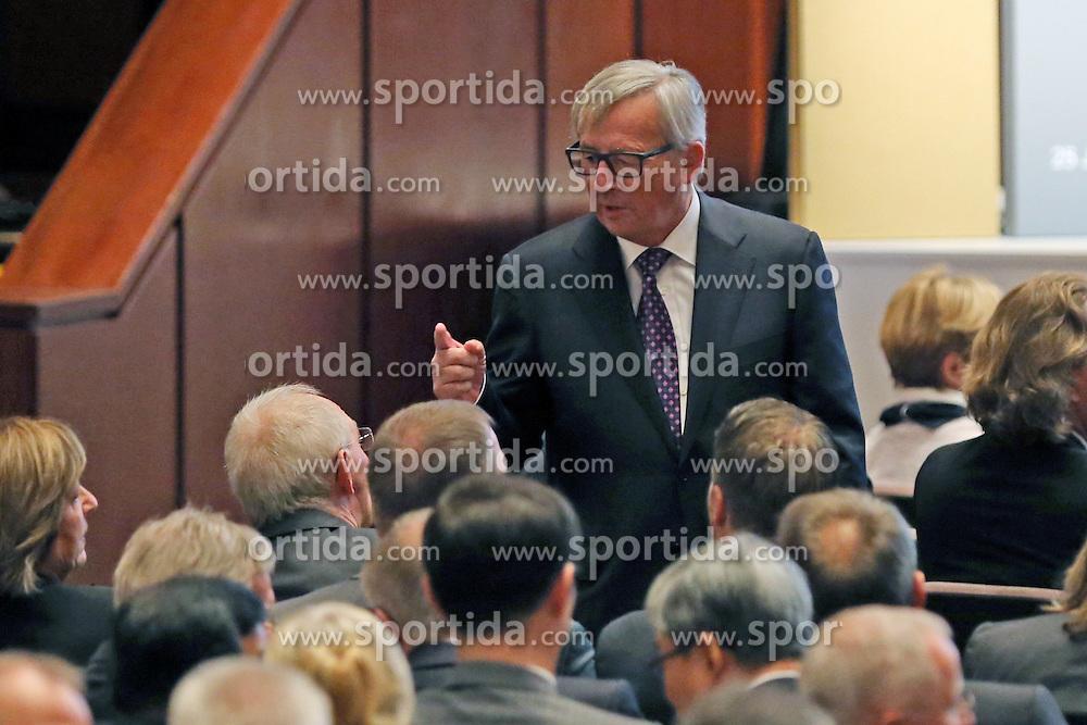 03.10.2015, Frankfurt am Main, GER, Tag der Deutschen Einheit, im Bild Jean-Claude Juncker (Pr&auml;sident der Europ&auml;ischen Kommission) im Gespraech mit Finanzminister Wolfgang Sch&auml;uble // during the celebrations of the 25 th anniversary of German Unity Day in Frankfurt am Main, Germany on 2015/10/03. EXPA Pictures &copy; 2015, PhotoCredit: EXPA/ Eibner-Pressefoto/ Roskaritz<br /> <br /> *****ATTENTION - OUT of GER*****