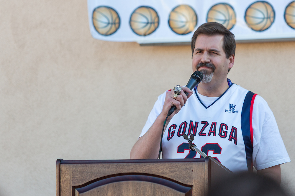 Zag alumni and students meet outside of the Orleans hotel for an alumni social before the Gonzaga vs. Pepperdine game.