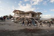 PORTO PRINCIPE, PP, HAITI, 15/01/10, 18h34 (horario local): TERREMOTO NO HAITI:  Vitimas do terremoto no Haiti, cidade de Porto Principe. (foto: Caio Guatelli/Folha Imagem)
