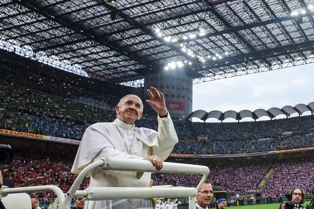 Foto Piero Cruciatti / LaPresse<br /> 25-03-2017 Milano, Italia<br /> Cronaca<br /> Visita di Papa Francesco a Milano - San Siro<br /> Nella foto: Visita di Papa Francesco a Milano - San Siro <br /> Photo Piero Cruciatti / LaPresse<br /> 25-03-2017 Milan, Italy<br /> News<br /> Visit of Pope Francesco in Milan - San Siro<br /> In the photo: Visit of Pope Francesco in Milan - San Siro