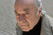 19-04-2006 Warszawa. Pisarz Jozef Hen w Parku Ujazdowskim. Fot. Piotr Gesicki.