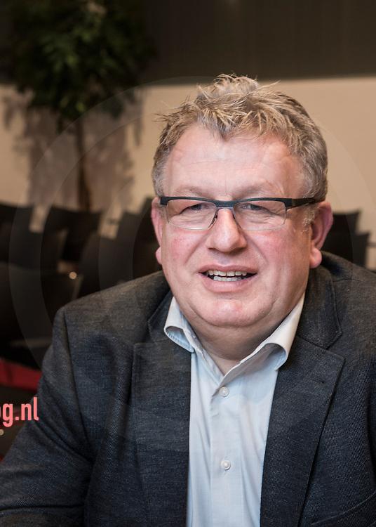 17december2013 Nederland, vriezenveen Johannes Schipper FunctieRaadslid CDA<br /> AdresDalweg 39<br /> 7676 SB   Westerhaar<br /> E-mail adresj.schipper@twenterand.nl<br /> Hoofd- en nevenfunctie(s)<br /> <br /> Hoofdfunctie: Zelfstandig Fokkerijadviseur voor Semex Holland<br /> Nevenfuncties:<br /> <br />     Advisererend bestuurslid Jongeren Veeteelt commissie Overijssel en Flevoland<br />     Bestuurslid Holland Holstein Herds