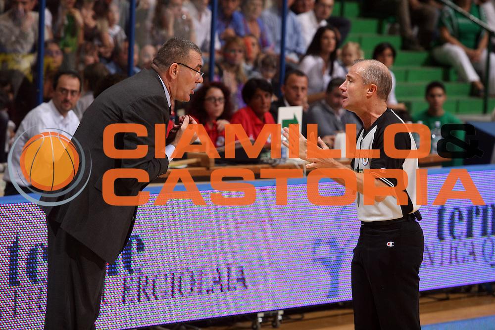 DESCRIZIONE : Associazione Italiana Arbitri Pallacanestro Playoff Semifinale Gara 1 Lega A1 2006-07 <br /> GIOCATORE : Jasmin Repesa Paolo Taurino<br /> SQUADRA : AIAP Arbitro<br /> EVENTO : Campionato Lega A1 2006-2007 Playoff Semifinale Gara 1<br /> GARA : Montepaschi Siena Lottomatica Virtus Roma<br /> DATA : 30/05/2007 <br /> CATEGORIA : <br /> SPORT : Pallacanestro <br /> AUTORE : Agenzia Ciamillo-Castoria/G.Ciamillo<br /> Galleria : Aiap 2006-2007 <br /> Fotonotizia : Associazione Italiana Arbitri Pallacanestro Playoff Semifinale Gara 1 Campionato Italiano Lega A1 2006-2007 <br /> Predefinita : si