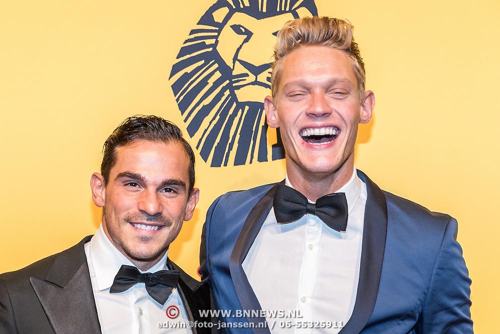 NLD/Scheveningen/20161030 - Premiere musical The Lion King, Ferry Doedens en partner Nuno Azevedo