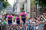 Het Italiaanse team Lampre passeert de wielerliefhebbers. In Utrecht vindt met de presentatie van de renners het eerste offici&euml;le deel plaats van de Grand Depart. Op 4 juli start de Tour de France in Utrecht met een tijdrit. De dag daarna vertrekken de wielrenners vanuit de Domstad richting Zeeland. Het is voor het eerst dat de Tour in Utrecht start.<br /> <br /> The Italian team Lampre passes the fans. In Utrecht the riders present themselves as the first official moment of the Grand Depart . On July 4 the Tour de France starts in Utrecht with a time trial. The next day the riders depart from the cathedral city direction Zealand. It is the first time that the Tour starts in Utrecht.