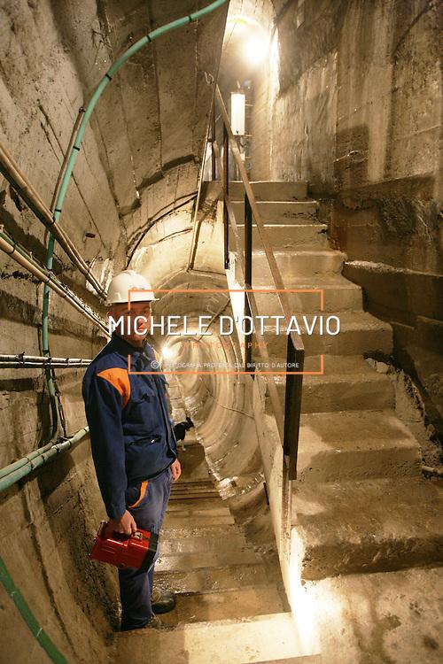 Diga di Morasco, in alta  Val Formazza, centrale idroelettrica dell'ENEL ..Nella foto il guardiano della diga SCAGLIA Alessandro