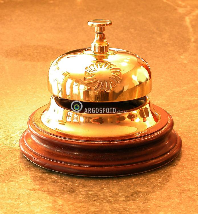 Campainha em um hotel/ Small gold hotel bell