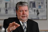 08 JAN 2007, BERLIN/GERMANY:<br /> Kurt Beck, SPD Parteivorsitzender und Ministerpraesident Rheinland-Pfalz, waehrend einem Interview, in seinem Buero, Willy-Brandt-Haus<br /> Kurt Beck, Party Leader of the Social Democratic Party, during an interview, in his office, Willy-Brandt-Haus<br /> IMAGE: 20070108-01-009<br /> KEYWORDS: Ministerpr&auml;sident