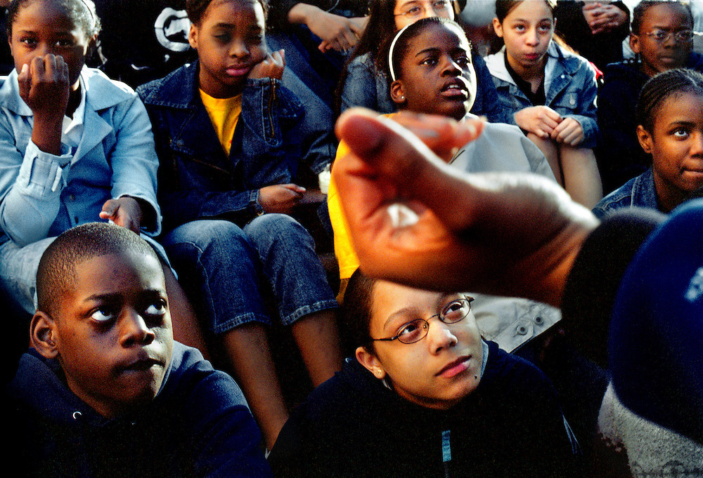 USA, Boston, 13 May 2005.The KIPP - Knowledge Is Power Program - is a network of schools in under-resourced communities in the United States. The schools are public but kids have to agree to spend 10 hours a day at school six days a week, and to keep to a high discipline. The KIPP was started by two motivated teachers and has proven to be extremely successful with a lot of students continuing on to college..The KIPP Academy in The Bronx ranks in the top 10% of all New York City Public Schools. It also has an orchestra where all the students play..KIPP students on their yearly 8th-grade trip to Boston being lectured on behaving in public by the principal Quinton Vance.<br /> <br /> <br /> Etats-Unis, Boston, 13 mai 2005.Le KIPP (Knowledge is Power Program, en franc?ais, Programme Le Savoir est le Pouvoir), est un re?seau d'e?coles destine?es aux communaute?s de?favorise?es des Etats-Unis. Les e?coles sont publiques mais les enfants doivent accepter de venir a? l'e?cole 10 heures par jour six jours par semaine et se conformer a? une discipline stricte. Le KIPP a e?te? cre?e? par deux enseignants motive?s et a beaucoup de succe?s, une grande partie des e?le?ves poursuivant des e?tudes supe?rieures..La KIPP Academy du Bronx fait partie des 10% d'e?coles les plus co?te?es parmi les e?coles publiques de New York. Les e?le?ves font tous partie de l'orchestre de l'e?cole..Les e?le?ves assistent a? une confe?rence sur &quot;bien se tenir en public&quot;, donne?e par le proviseur Quinton Vance...&copy; Chris Maluszynski /MOMENT