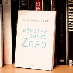 """""""Memoire, annee Zero"""", ecrit par Emmanuel Hoog. """"Comment gouverne... Emmanuel Hoog"""", president de l'Institut National de l'Audiovisuel (INA). Bry-Sur-Marne, France. 7 janvier 2010. Photo : Antoine Doyen pour Challenges. Tous droits reserves."""