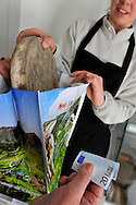 07/05/12 - SAULZET LE FROID - PUY DE DOME - FRANCE - GAEC de la Ligulaire, vente directe de fromage AOP Saint Nectaire - Photo Jerome CHABANNE