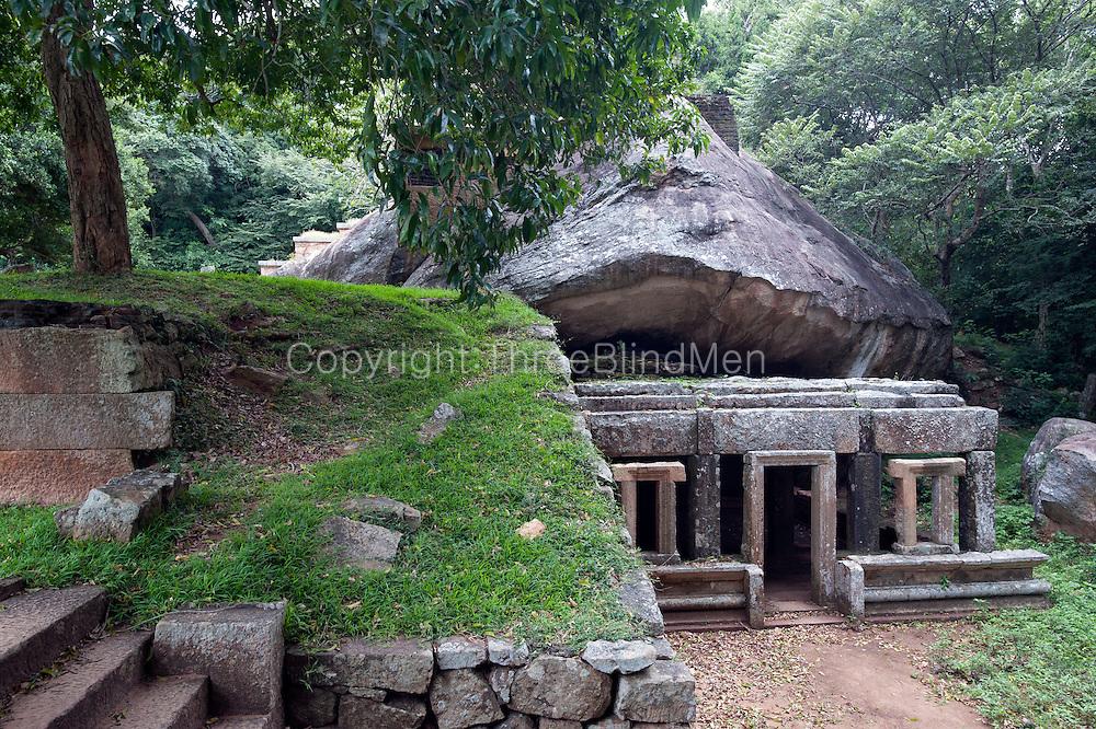 Kaludiya Pokuna at Mihintale