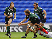 2005/06 Guinness Premiership Rugby, Mike Catt receives the ball from Phil MURPHY, London Irish vs Bristol Rugby;  Madejski Stadium, Reading, ENGLAND 24.09.2005   © Peter Spurrier/Intersport Images - email images@intersport-images..