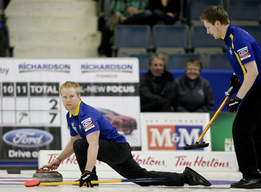 Swedish skip Niklas Edin, right, does a trick shot for his final rock in Sweden's 7-2 loss to Norway in the 3-4 page playoff draw at the Ford World Men's Curling Championships in Regina, Saskatchewan, April 9, 2011.<br /> AFP PHOTO/Geoff Robins