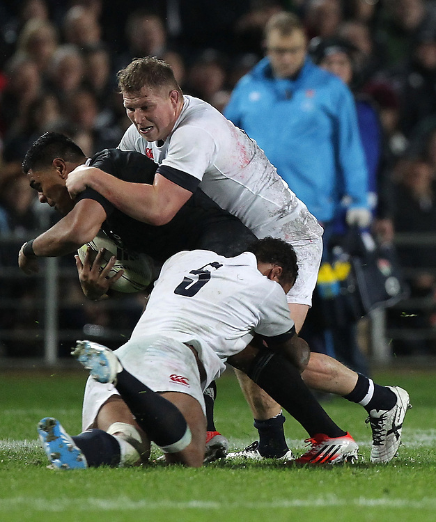 England's Joe Launchbury and England's captain Chris Robshaw tackle New Zealand's Malakai Fekitoa in an International Rugby Test match, Waikato Stadium, Hamilton, New Zealand, Saturday, June 21, 2014.  Credit:SNPA / David Rowland