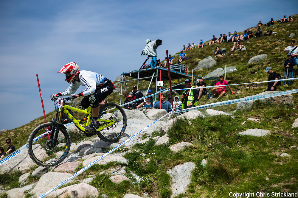 Nevis Range, Fort William, Scotland, UK. 4th June 2016. Crowds enjoy the highland heatwave as british rider Hazel Wakefield rides on the rocks. The worlds leading mountain bikers descend on Fort William for the UCI World Cup on Nevis Range.