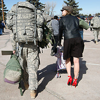 Sgt. Christopher Egge (L) carries his luggage as wife Katie walks alongside with their daughter Tessa Noel in a stroller as they head home after a ceremony welcoming  U.S. Army soldiers returning from duty in Iraq at Fort Carson in Colorado Springs, Colorado February 12, 2009.  About 280 soldiers from the 3rd Brigade Combat Team, 4th Infantry Division returned following their 15-month deployment to Iraq.  REUTERS/Rick Wilking (UNITED STATES)