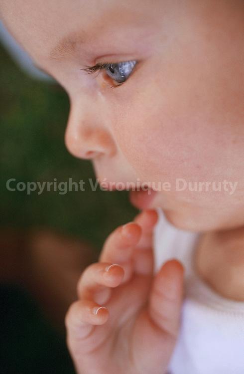 A eight month old baby...Enfant de 8 mois.