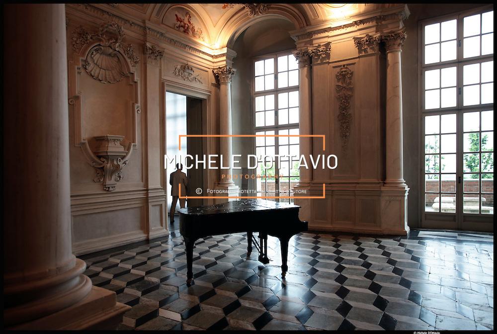 Museo di Arte Contemporanea del Castello di Rivoli (ex residenza sabauda)  nuovo allestimento delle opere in collezione ad opera dei neo direttori Bellini e Merz.