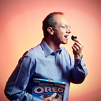 . Digital. Giuseppe Colotto, CEO Kraft Biscuits Iberia, holding a box of Oreo- (c) Vicens Giménez