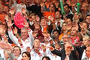 Koning Willem Alexander en koningin Maxima zijn aanwezig bij de finale van het WK beachvolleybal op